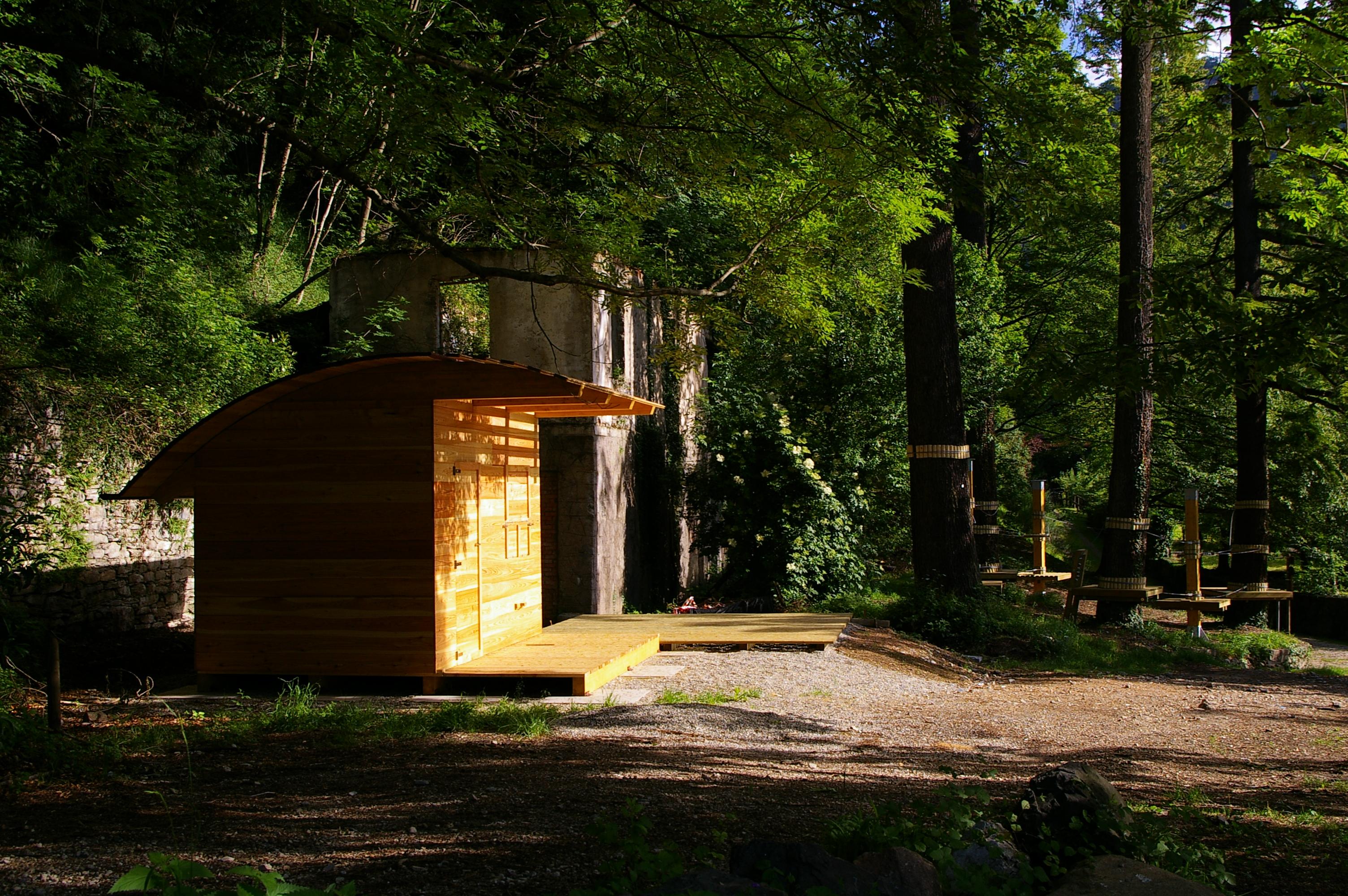 Casa di legno per cassa e magazzino nel parco di varese for Casa in stile scandole
