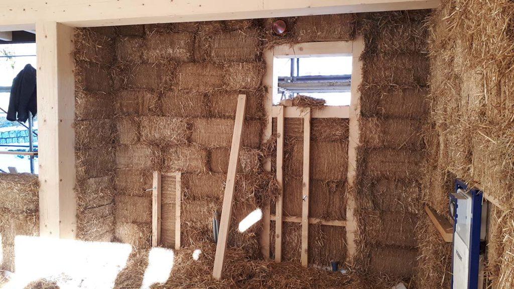 ampliamento con struttura in legno e paglia albergo limes - archipaglia